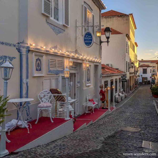 Straßencafe in der Altstadt von Funchal