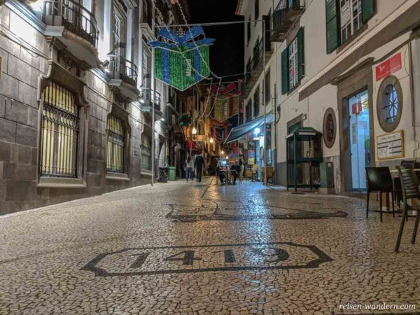 Gasse Praça do Colombo in Funchal auf Madeira