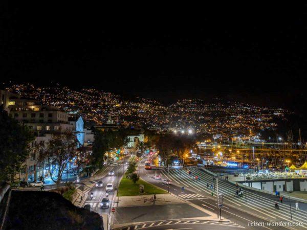 Funchal am Abend vom Parque de Santa Catarina