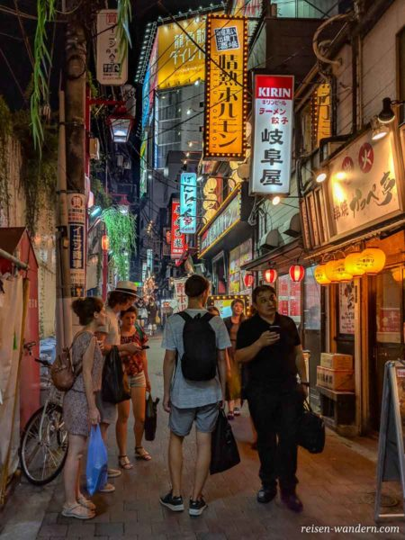 Bistros im Shinjuku Omoide Yokocho Viertel