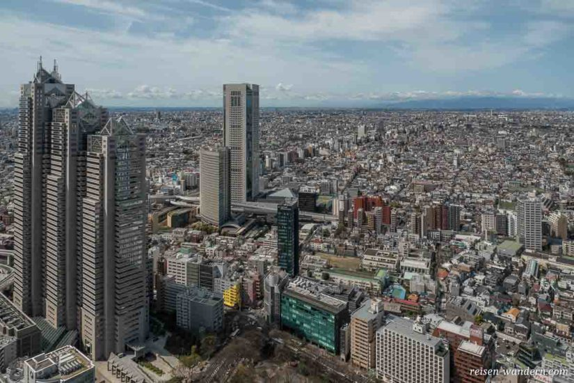 Blick auf Tokio vom Observation Deck im Shinjuku Rathaus