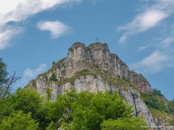 Gipfelkreuz auf dem Massiv des Monte Casale