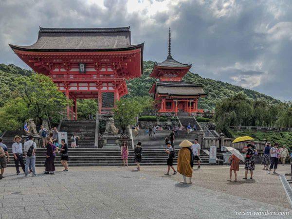 Zugang zum Kiyomizu-dera Schrein in Kyoto