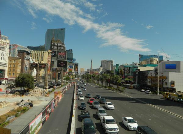 Neben der Hauptstraße des Las Vegas Strip liegen bekannte Hotels wie das New York New York