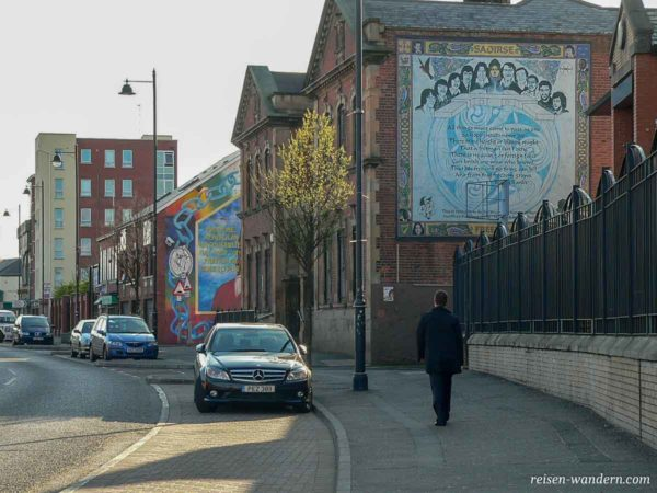 Wandbilder an Häusern in Belfast