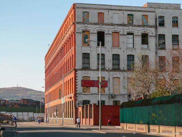 Altes Fabrikgebäude in Belfast