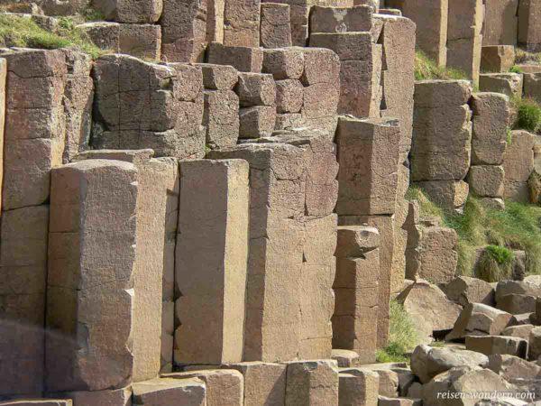 Basaltsäulen als Blöcke beim Giant's Causeway