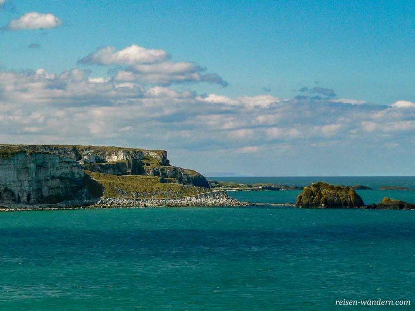 Küstenlinie am Giant's Causeway in Nordirland