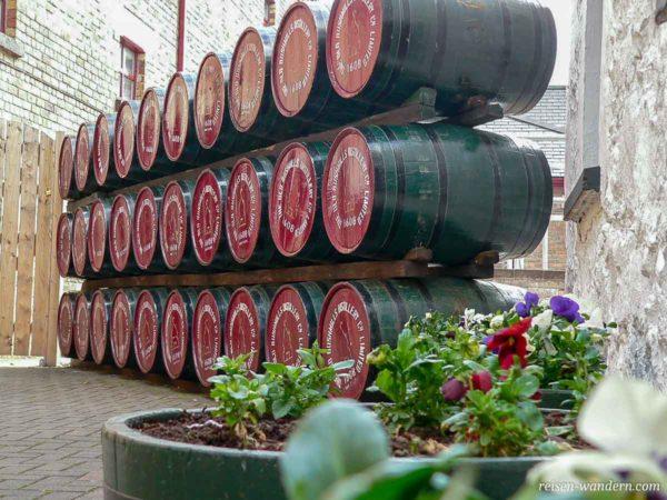 Fässer von der Old Bushmills Distillery