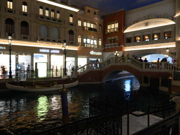 Die (Wasser-)Straßen Venedigs sind im The Venetian nachgestellt. Darauf schippern Gondeln entlang
