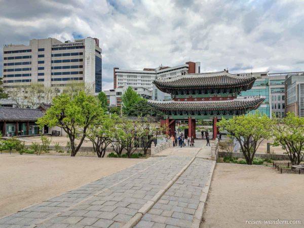 Haupttor - Honghwamun des Changgyeonggung