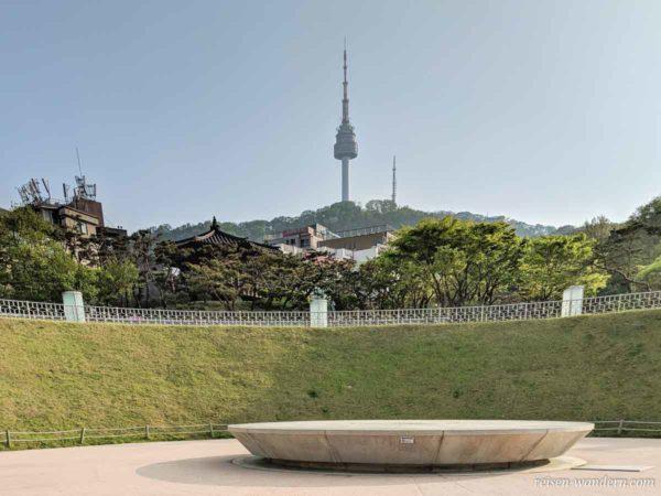 Zeitkapsel und N-Seoul Tower in Seoul