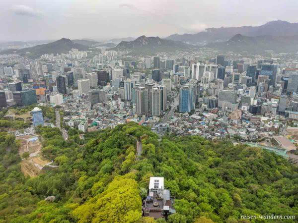 Blick auf die Namsan Cable Car vom N-Seoul Tower