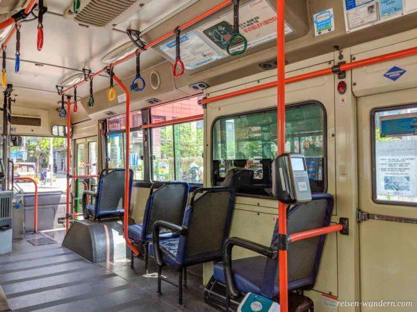 Innenaufnahme eines Bus in Seoul
