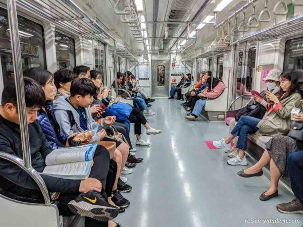 Innenaufnahme der Metro in Seoul