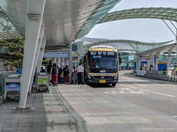 Airport Bus im Außenbereich des Flughafen Incheon