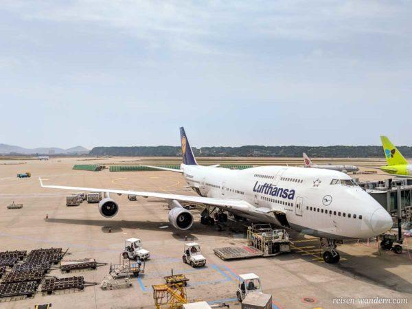 Lufthansa Boing 747 am Flughafen Frankfurt