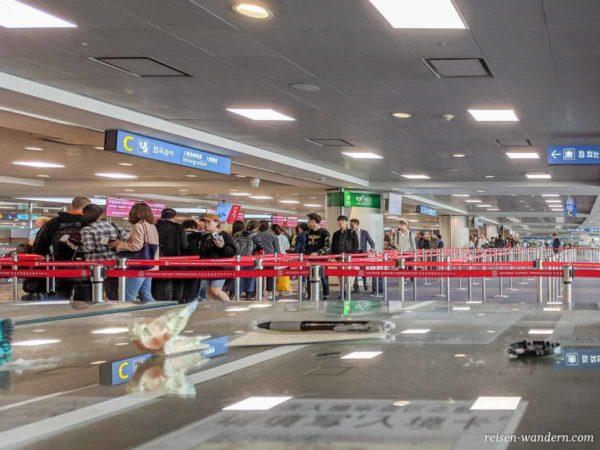Immigration-Bereich am Flughafen Incheon bei Seoul