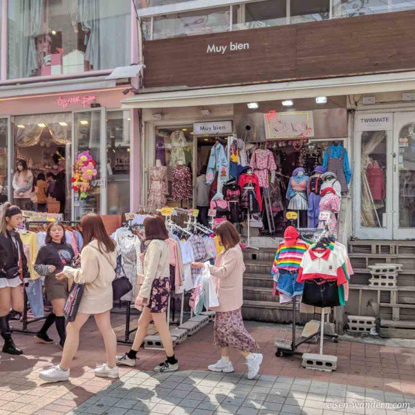 Geschäft für junge Frauen in der Hongdae Shopping Street