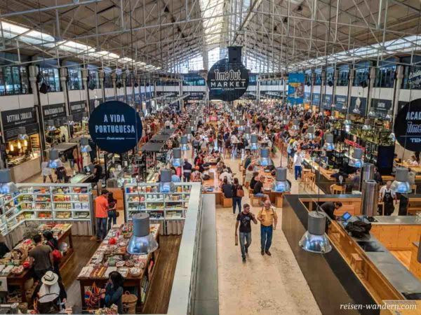 Essensbereich des Time Out Market Lisboa