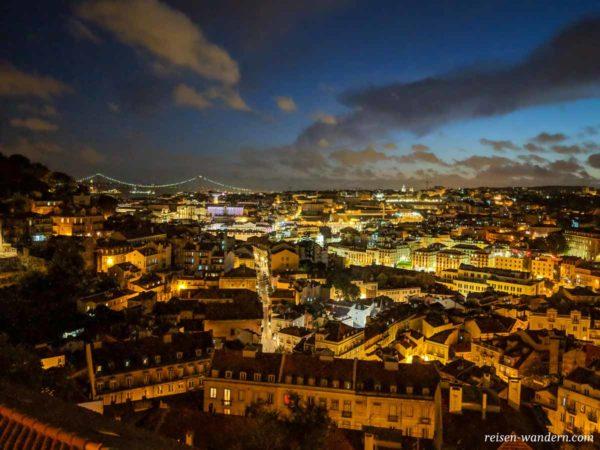 Lissabon bei Dunkelheit