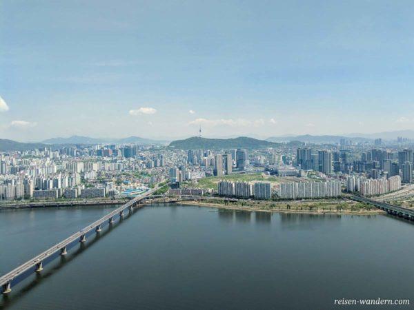 Blick auf den N-Seoul Tower vom 63 Square