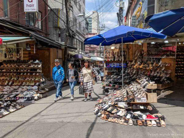 Schuhgeschäfte im Shopping Viertel bei der Ewha Womans University