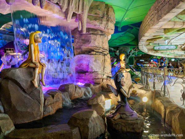 Springbrunnen mit Feen im Lotte World Adventure