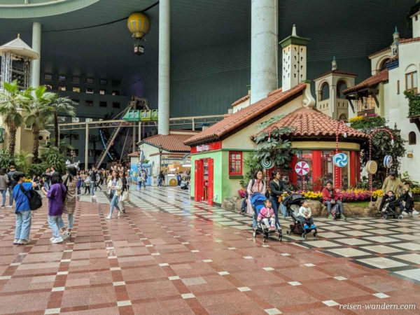 Gang auf der Hauptebene des Lotte World Freizeitpark