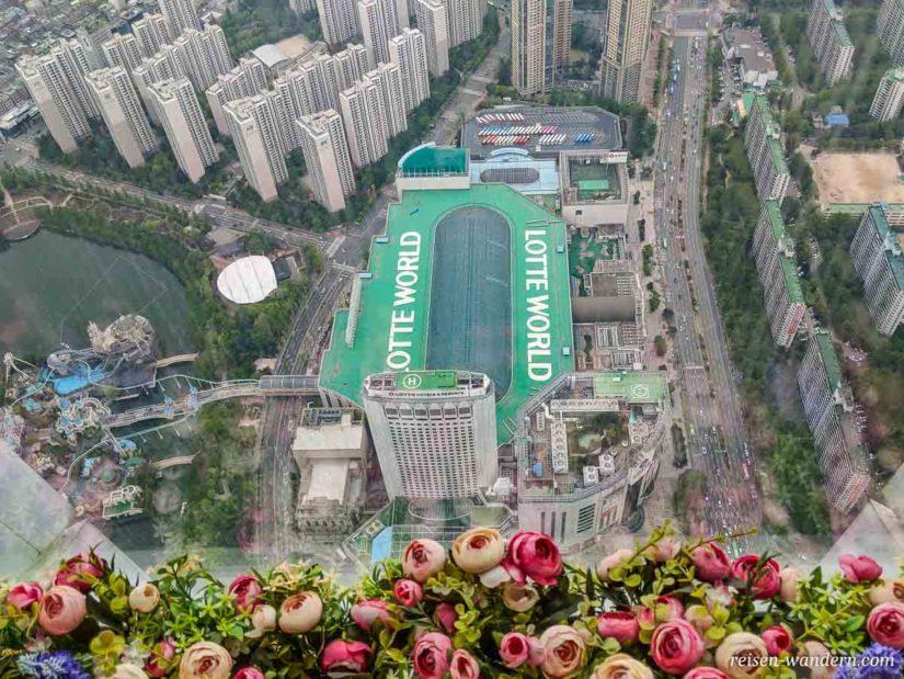 Blick auf Lotte World vom Seoul Sky