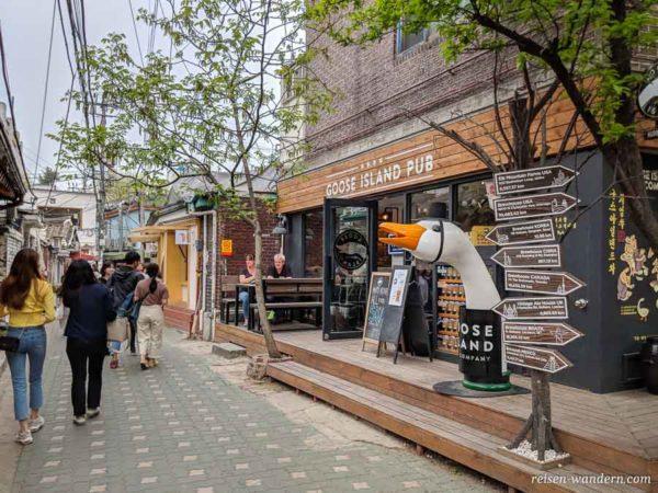 Restaurant im Ikseon Hanok Village mit Kopf einer Ente