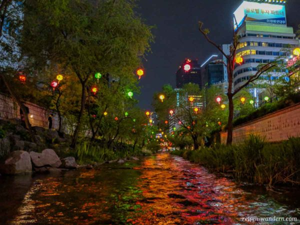 Cheonggyecheon Stream am Abend
