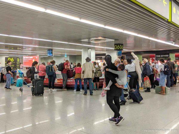 Gepäckausgabe am Lissaboner Flughafen