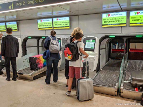 Gepäckaufgabe am Flughafen Lissabon