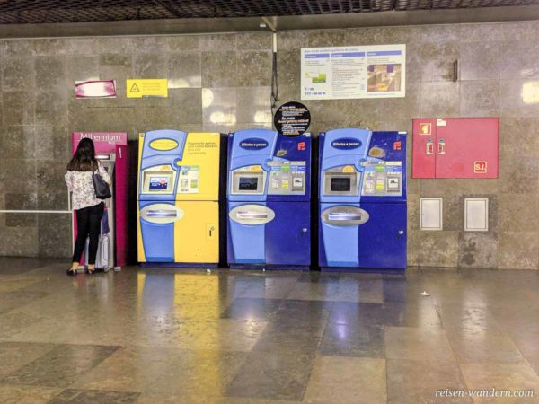 Fahrkartenautomaten in der U-Bahn in Lissabon