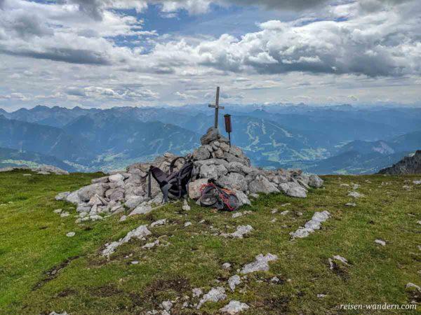 Gipfelkreuz des Sinabell mit Weitblick