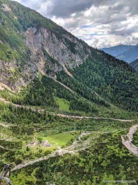 Blick vom Siega Klettersteig auf die Silberkarhütte