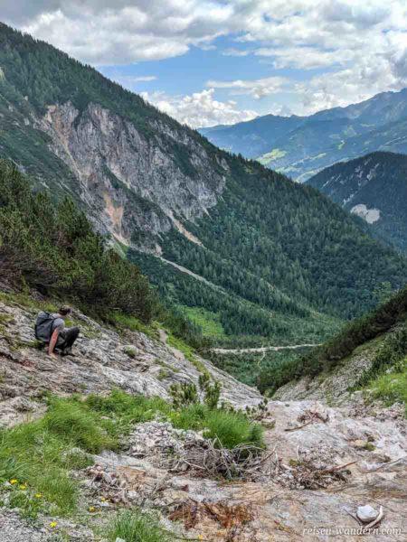 Abstieg vom Siega Klettersteig an einem Bachlauf