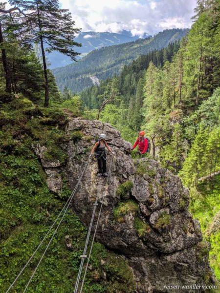 2. Seilbrücke des Hias Klettersteig im 1. Teilstück