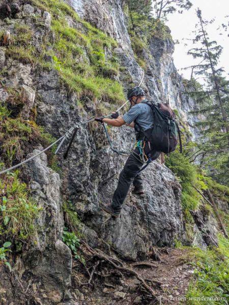 Seilversicherung am Hias Klettersteig mit einem Kletterer