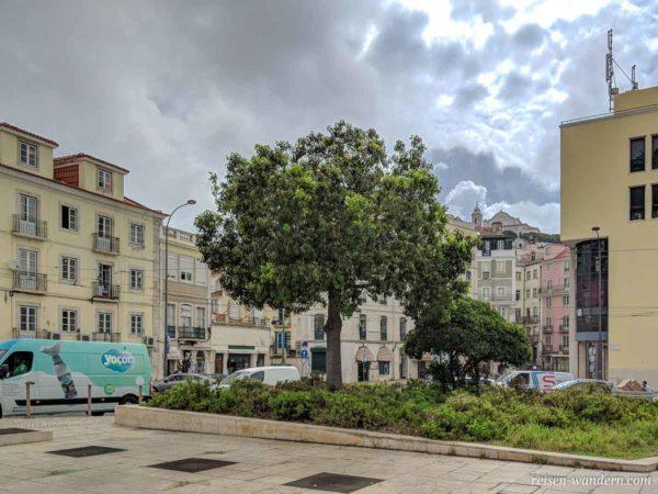 Platz Praça Martim Moniz mit Blick auf Alfama