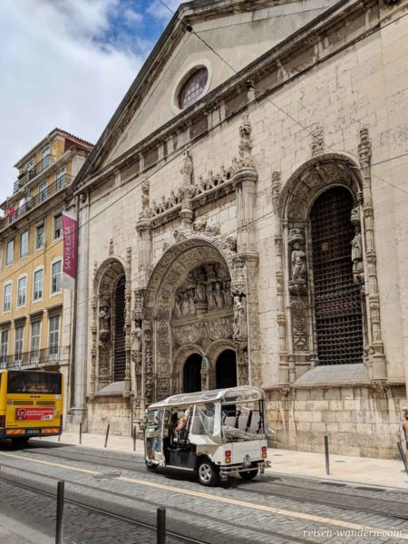 Eingang zur Igreja da Nossa Senhora da Conceição Velha