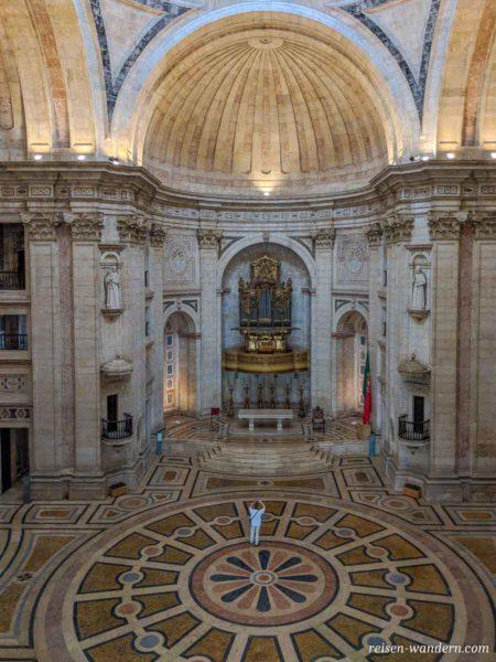 Blick in den Innenraum der Igreja de Santa Engrácia