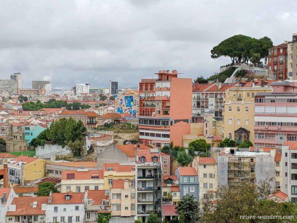 Blick zum Aussichtspunkt Miradouro da Senhora do Monte