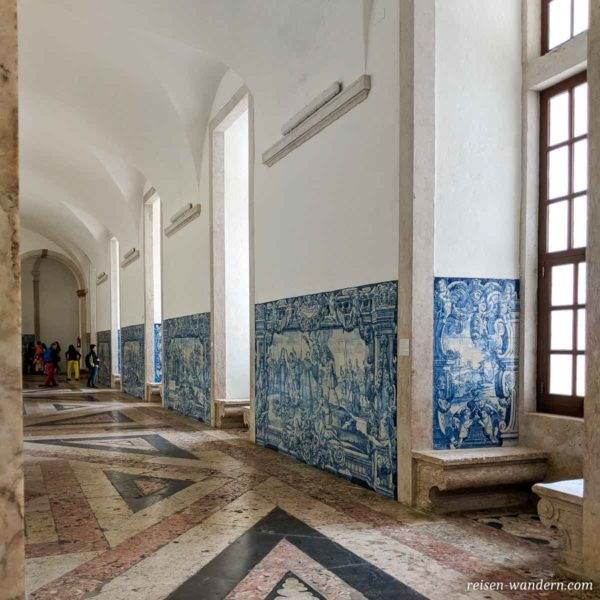 Fliesenwand in der Igreja e Convento da Graça