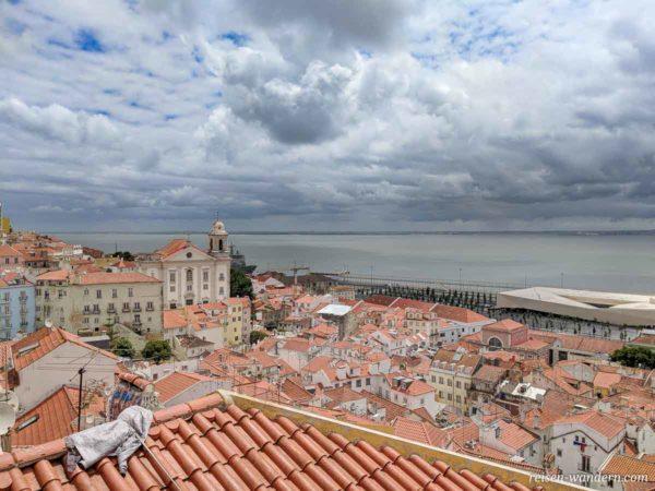 Aussichtspunkt Miradouro de Santa Luzia in Lissabon