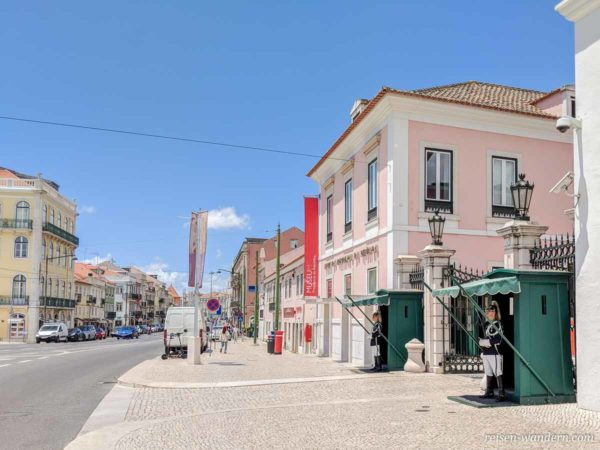 Nationalwache vor dem Präsidentenpalast in Lissabon