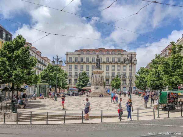 Platz Praça Luís in Lissabon mit Denkmal