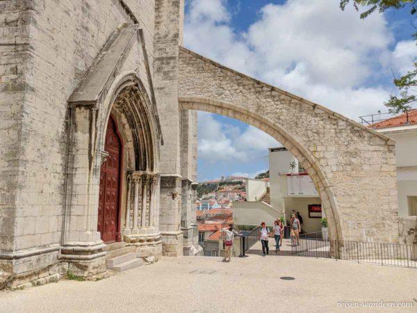 Stützbogen der Kirche Convento do Carmo in Lissabon