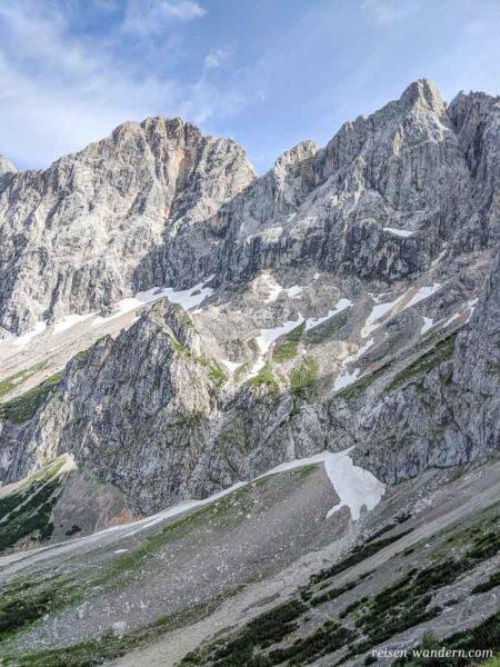 Felsmassiv des Klettersteig Anna